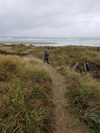 Manzanita, OR: through the dunes