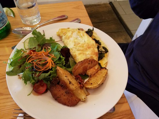 Mahone Bay, Canada: The Omelet.....so good!!!!