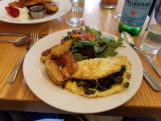 Mahone Bay, Canada: Another view of the Omelet