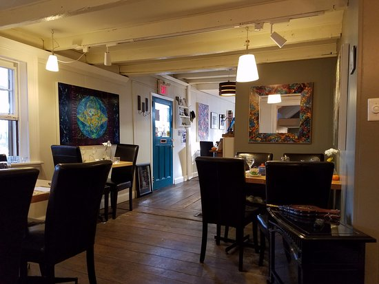 Mahone Bay, Canada: Through that hallway, I believe are some more tables