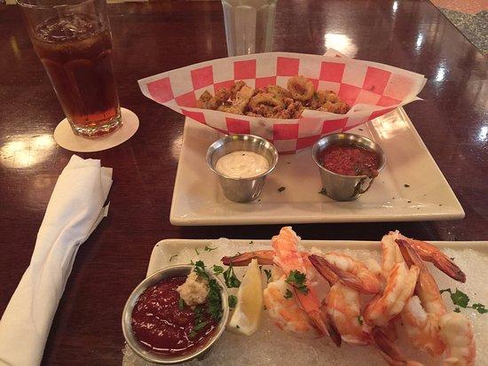 pappadeaux: Shrimp Cocktail, Calamari, and sweet tea.