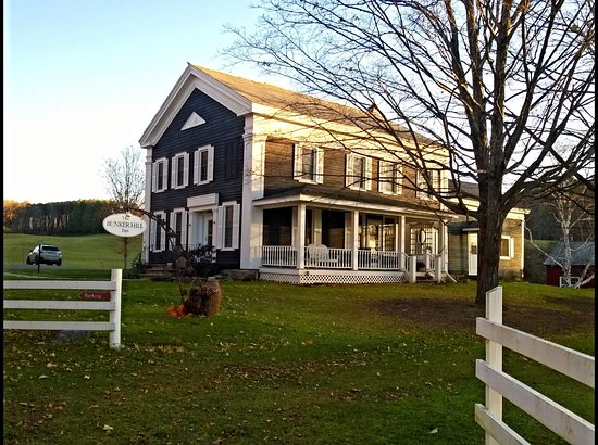 Salem, NY: View of the Inn from the road.