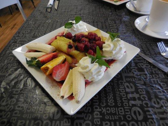 Kempsey, Australia: Mixed Berry and Banana Pancakes