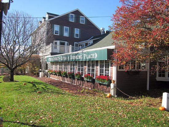 The Old Salt Restaurant: This 1740 establishment ,rich in history, was a family home up to 1928
