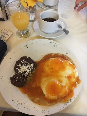 Caribe Hotel: huevos rancheros for breakfast