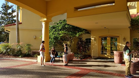 La Quinta Inn & Suites Orlando Convention Center: Recepcao e entrada principal