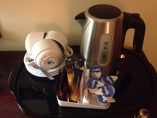 Kenmare Bay Hotel & Resort: Coffee/tea setup
