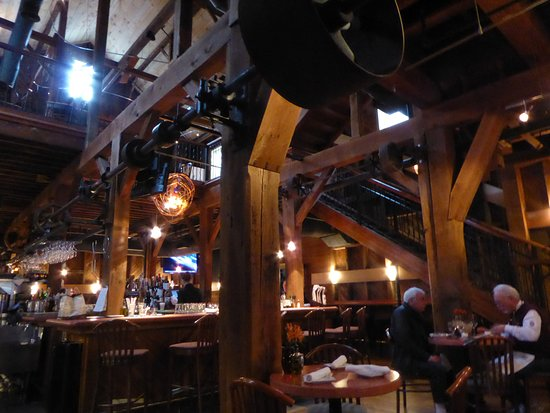 Magnolia's at the Mill: Interior
