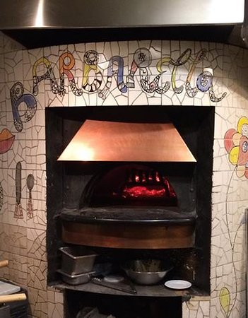Barbarella Restaurant & Bar: Great Pizza from this oven !!