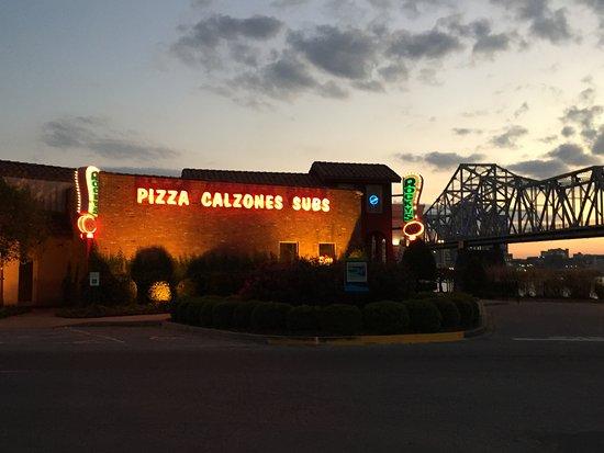 Jeffersonville, IN: Het restaurant ligt aan de oever van de Ohio river, mooi uitzicht!
