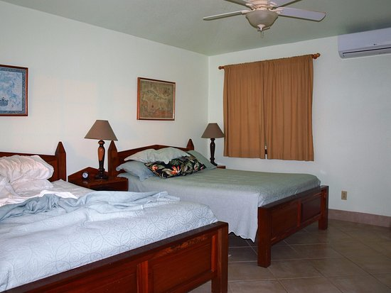 Turneffe Island, Belice: Two queen beds, cabin 8