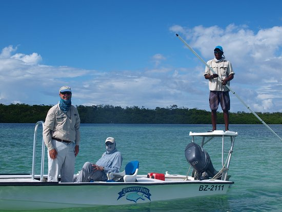 Turneffe Island, Belice: One of the T.Flats fishermen's skiffs - 2 customers, one guide per boat
