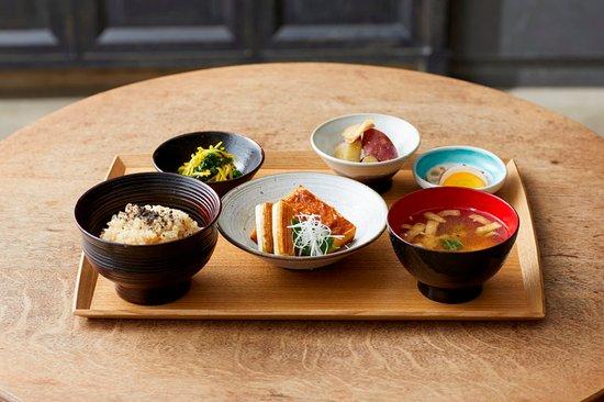 Brown Rice by Neal'syard Remedies: 一汁三菜 ¥1,700(土日祝日は前菜付きで¥2,200)