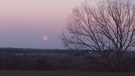 Pleasanton, KS: Views at Cedar Crest Lodge with an amazing sunset and the 'supermoon'