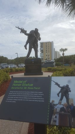 Fort Pierce, Флорида: Medal of Honor Statue