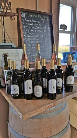 Kennedyville, MD: Crow Farm wine tasting room