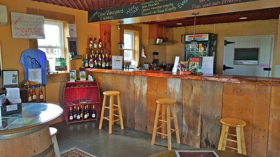 Kennedyville, MD: Crow Farm winetasting room