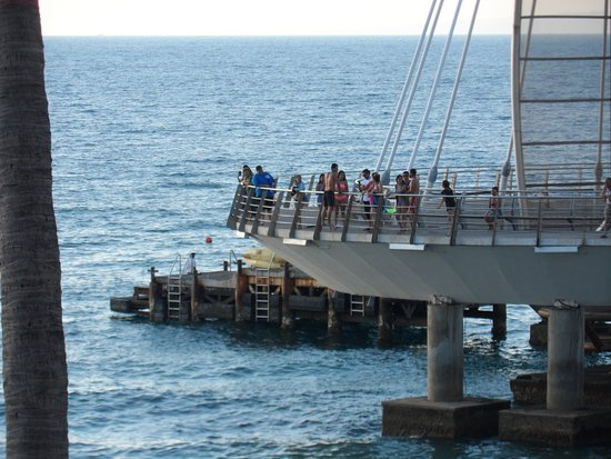 Emperador Vallarta Beachfront Hotel & Suites: View of the pier from our rooom balcony
