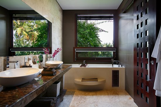 SOAKING TUB FOR TWO IN THE PADI SUITE SKY LOFT SUITE Picture of