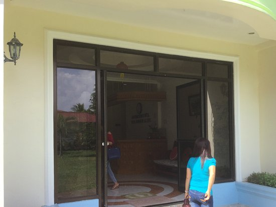Hinunangan, Philippines: entrance to hotel