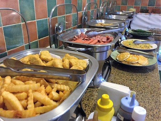 Hotel Bayview: Breakfast buffet spread