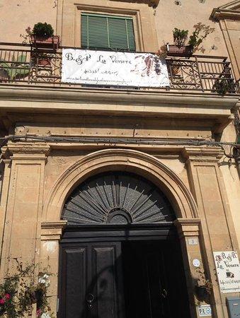 Vizzini, Włochy: vista ingresso principale