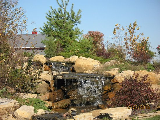Mellon's Community Banquet Hall & Country Cottages: Waterfall