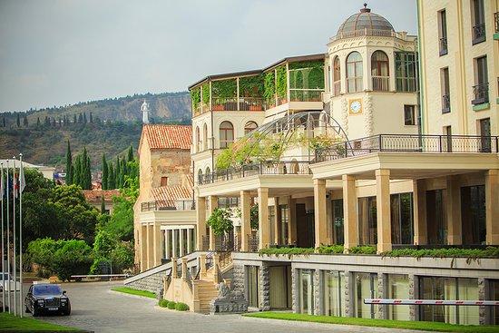 Foto de Ambassadori Tbilisi Hotel