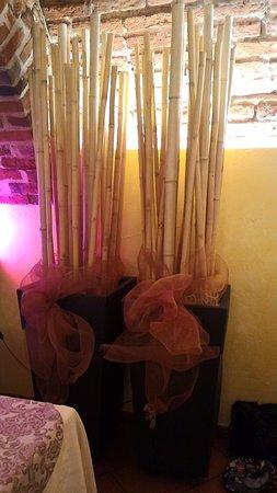 Particolare darredo: vaso con canne di bambù. - Picture of ...