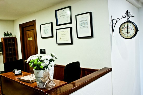 Hotel Playa Poniente: Recepción del hotel, situada en la primera planta del edificio