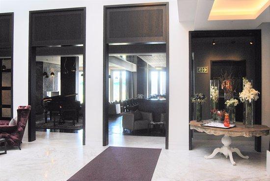 Queen Victoria Hotel: Entrata