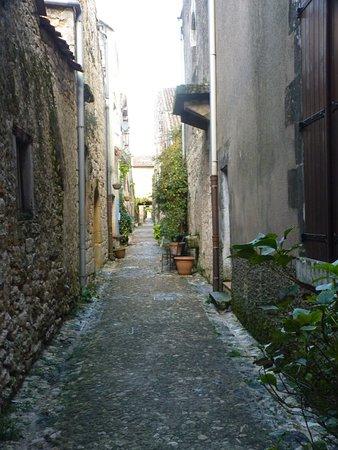 Monpazier, France : Rua circundante