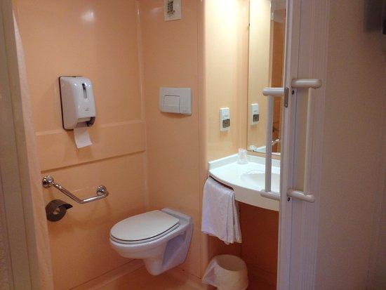 Entrée salle de bain PMR Picture of Premiere Classe Honfleur