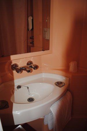 lavabo salle de bain classique (douche en face) - photo de ... - Salle De Bain Classique