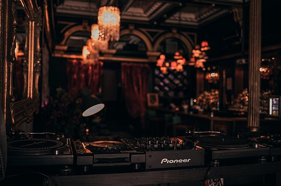 99 Hanover Street DJ