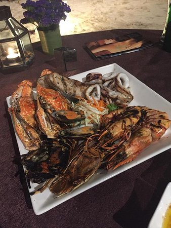 Paradee Resort & Spa Hotel: Seafood BBQ at the beach