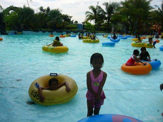 Ciputra Waterpark: kolam renang ombak