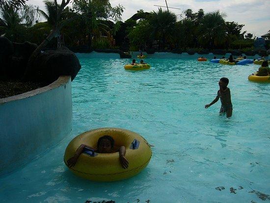 Ciputra Waterpark: kolam renang ombak 3