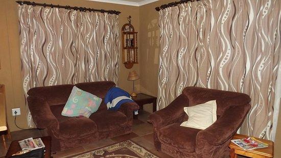 Eagles Rock Mountain Retreat: comfortable lounge area