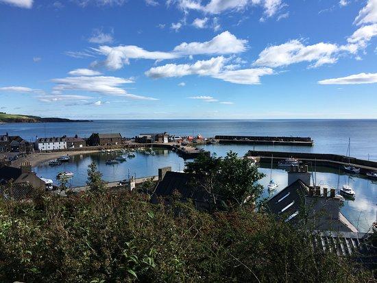 Ship Inn: le port vue du chemin côtier
