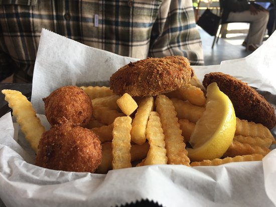 Atlantic Beach, FL: Crab cakes with fries, coleslaw and hush puppies