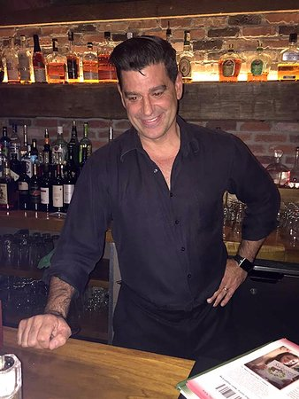 Newtown, CT: Gary the Bartender made all the guests at the bar feel welcomed