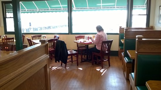 Mighty Mac Hamburgers: Back Room Seating Area