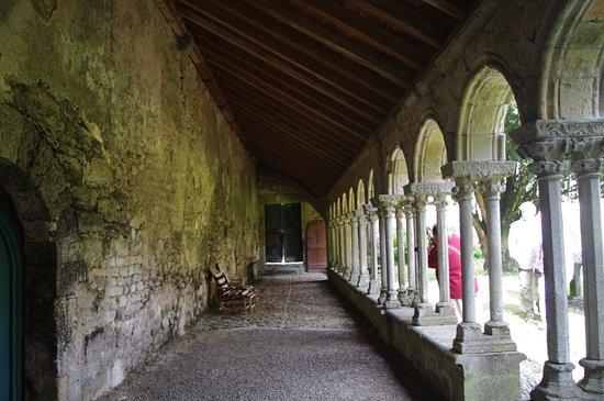 Saint-Martin-le-Vieil, Frankrijk: le chemin de promenade du cloître