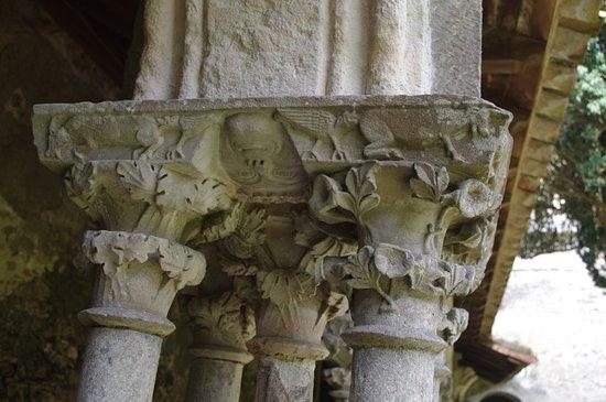 Saint-Martin-le-Vieil, Frankrijk: sculpture du pilier
