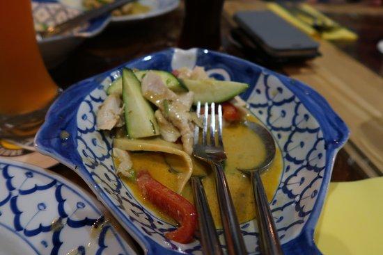 Rainbow Thai-Kitchen & Sushi : Red chicken curry
