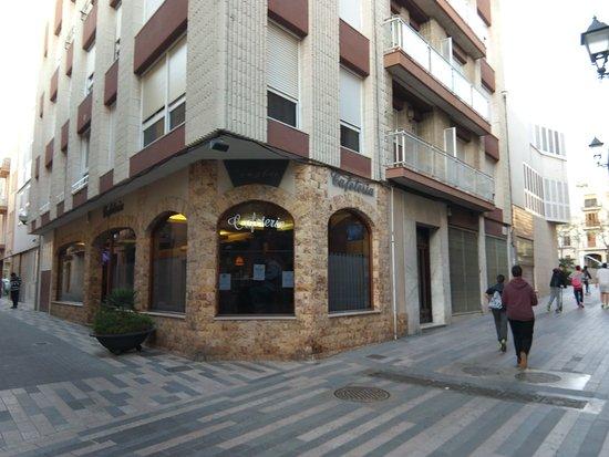 Vila Seca, Spanien: Cafetería Vivaldi, al lado del Ayuntamiento
