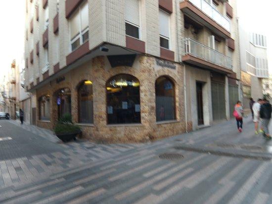 CAFETERIA VIVALDI: Cafetería Vivaldi, al lado del Ayuntamiento
