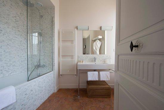 Tournon-sur-Rhone, Frankrig: Salle de bains / Bathroom