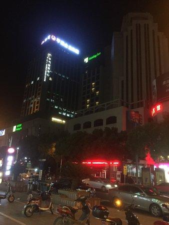 Holiday Inn Shanghai Songjiang: Aussenansicht